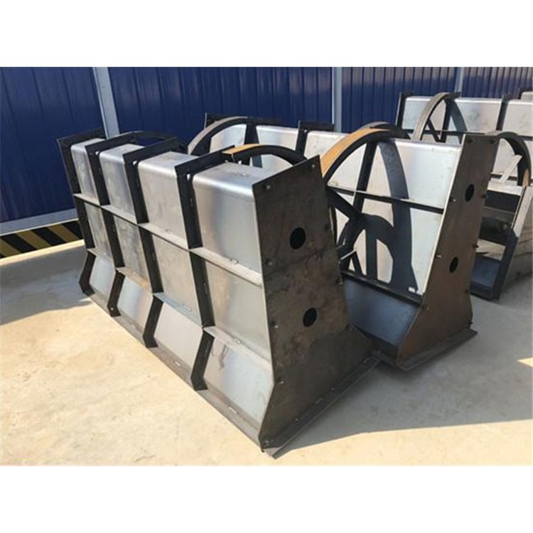 水泥隔离墩钢模具隔离墩钢模板